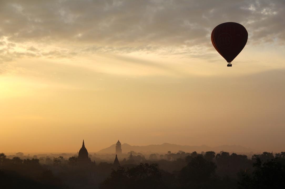 hot-air-balloon-ride-1029303_1280